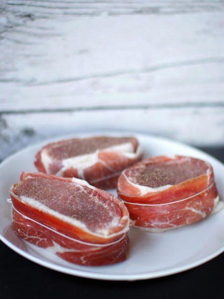 Iberico-porsaan ulkofilee espanjalaisittain, batatas bravas, mojete ja mojo rojo 3
